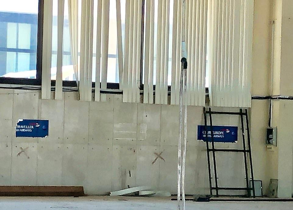Loạt máy bay khổng lồ gỉ sét trong phi trường bỏ hoang ở Hy Lạp Ảnh 12