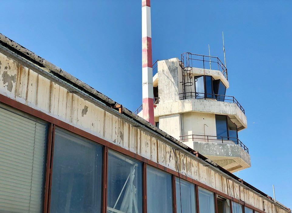 Loạt máy bay khổng lồ gỉ sét trong phi trường bỏ hoang ở Hy Lạp Ảnh 13