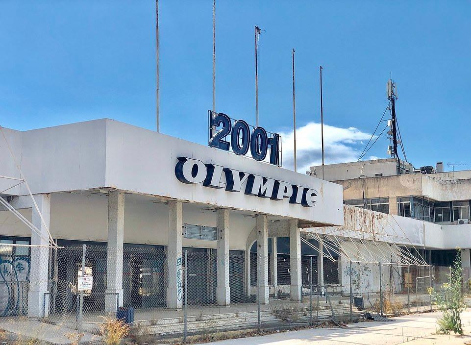 Loạt máy bay khổng lồ gỉ sét trong phi trường bỏ hoang ở Hy Lạp Ảnh 7
