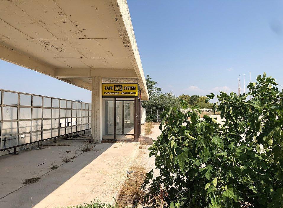 Loạt máy bay khổng lồ gỉ sét trong phi trường bỏ hoang ở Hy Lạp Ảnh 5