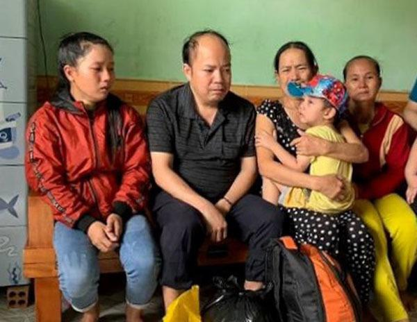 Em bé bị cho đi lúc 9 tháng tuổi, khóc thét ngày gặp lại mẹ Ảnh 2