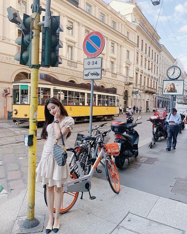 Học Á hậu Huyền My cách mix đồ đi du lịch trẻ trung năng động mà vẫn 'chanh xả' Ảnh 10