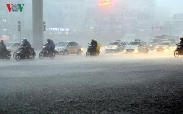 Thời tiết hôm nay 23/7: Cảnh báo dông lốc, mưa đá ở Bắc bộ Ảnh 1