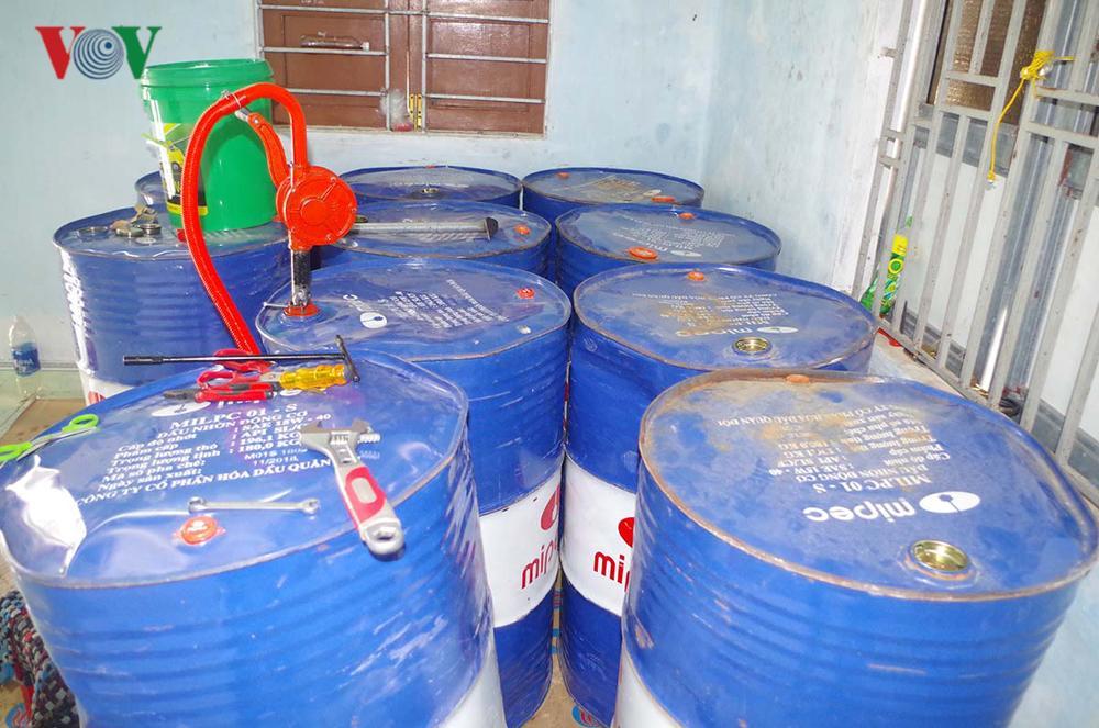 Bắt giữ gần 2.000 lít nhớt giả nhãn hiệu nổi tiếng Castrol Ảnh 2