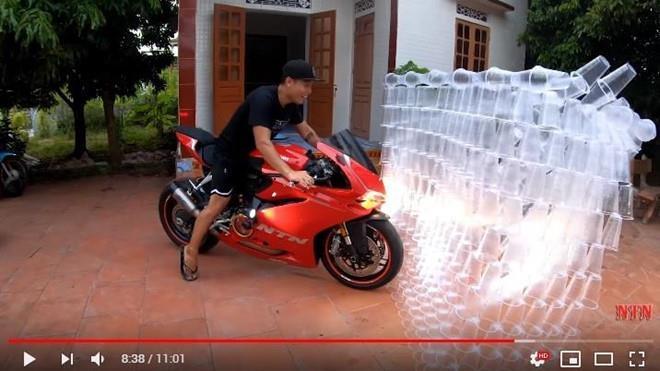 NTN làm thử thách với nhựa vẫn chưa là gì so với loạt kênh YouTube này Ảnh 1