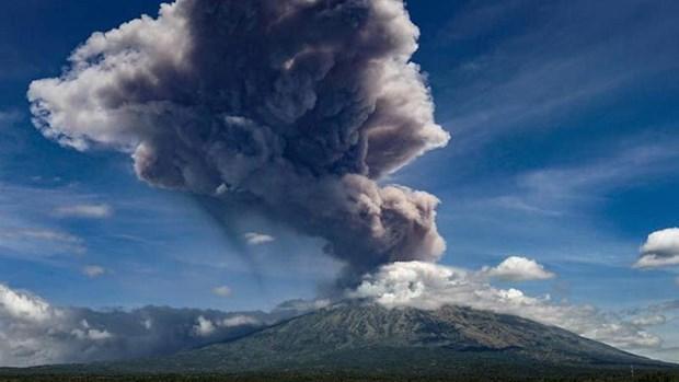 Núi lửa ở thành phố đông dân thứ ba của Indonesia 'thức giấc' Ảnh 1