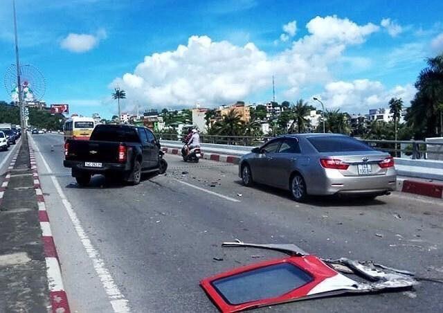 Hiện trường vụ xe giường nằm hất tung 12 xe máy và 2 ô tô, 2 người chết Ảnh 2
