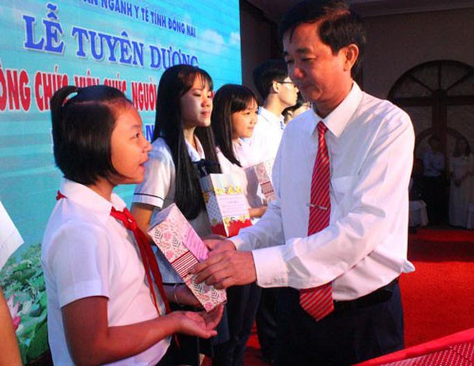 ĐỒNG NAI: Tuyên dương, khen thưởng con CNVC-LĐ vượt khó, học giỏi Ảnh 1