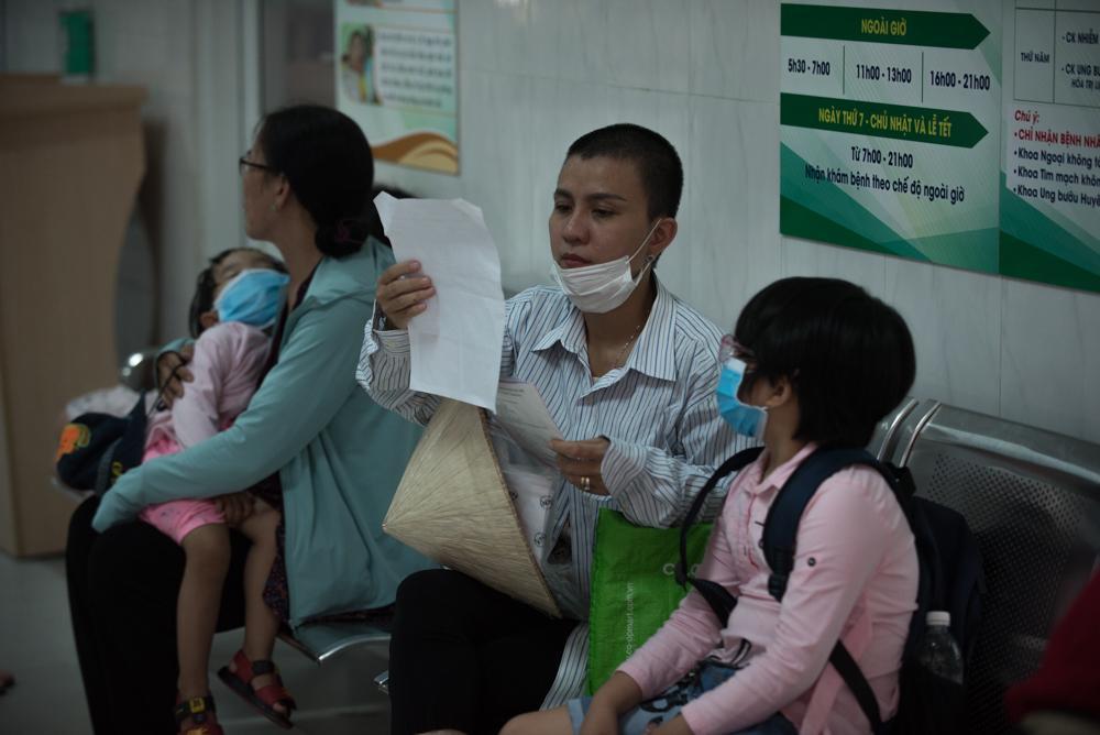 Người mẹ Quảng Nam cạo đầu để cùng con chiến đấu với ung thư Ảnh 10