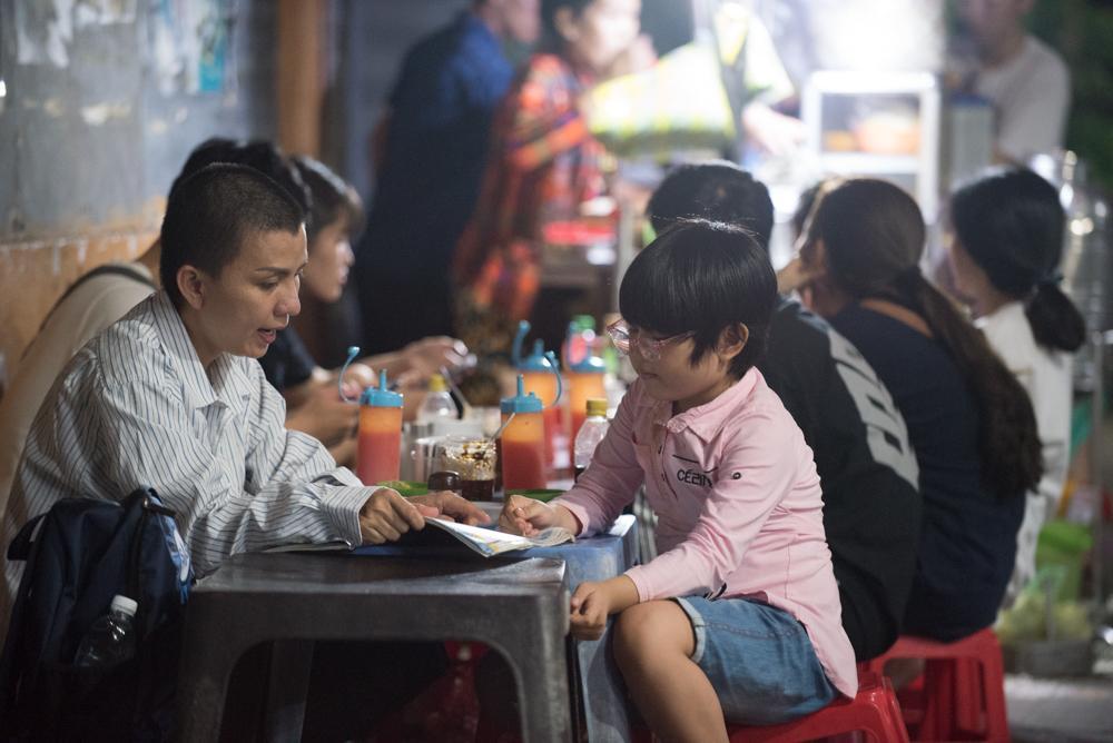 Người mẹ Quảng Nam cạo đầu để cùng con chiến đấu với ung thư Ảnh 11