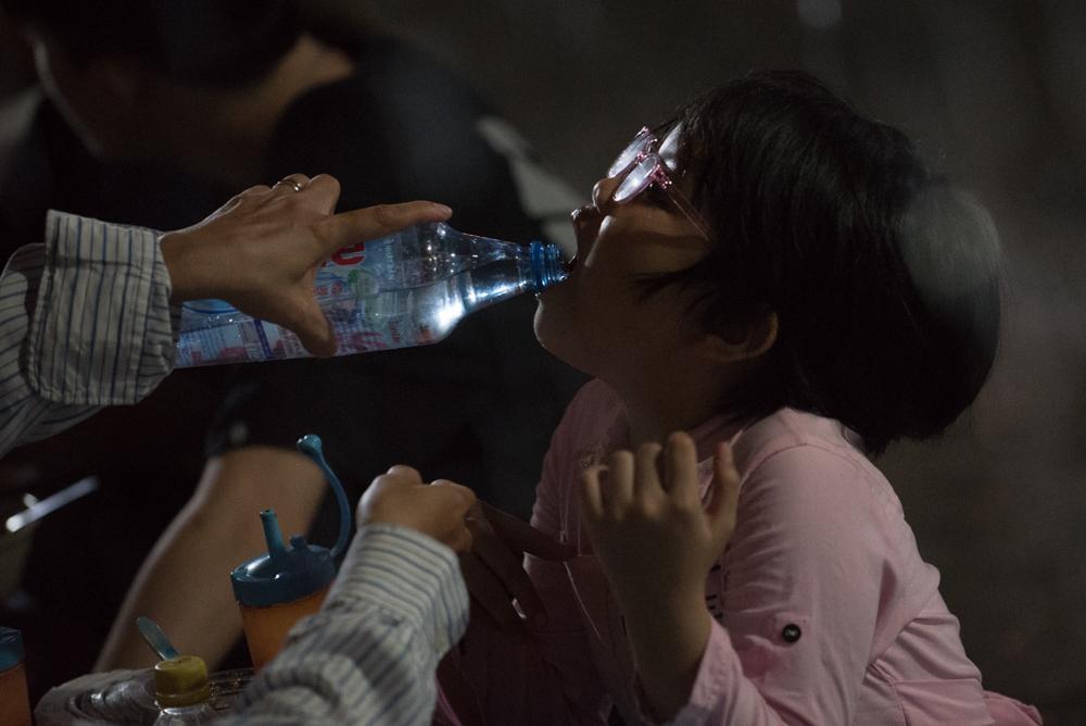 Người mẹ Quảng Nam cạo đầu để cùng con chiến đấu với ung thư Ảnh 12