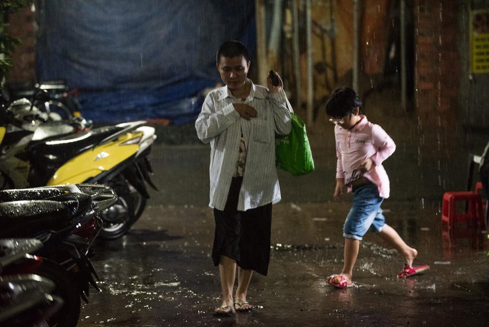 Người mẹ Quảng Nam cạo đầu để cùng con chiến đấu với ung thư Ảnh 13
