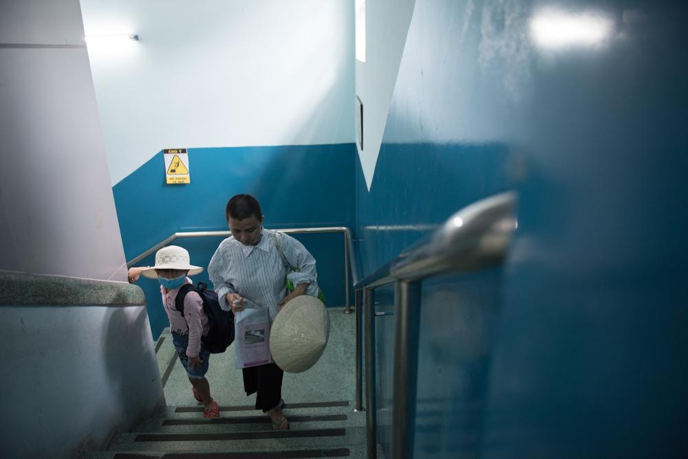 Người mẹ Quảng Nam cạo đầu để cùng con chiến đấu với ung thư Ảnh 5