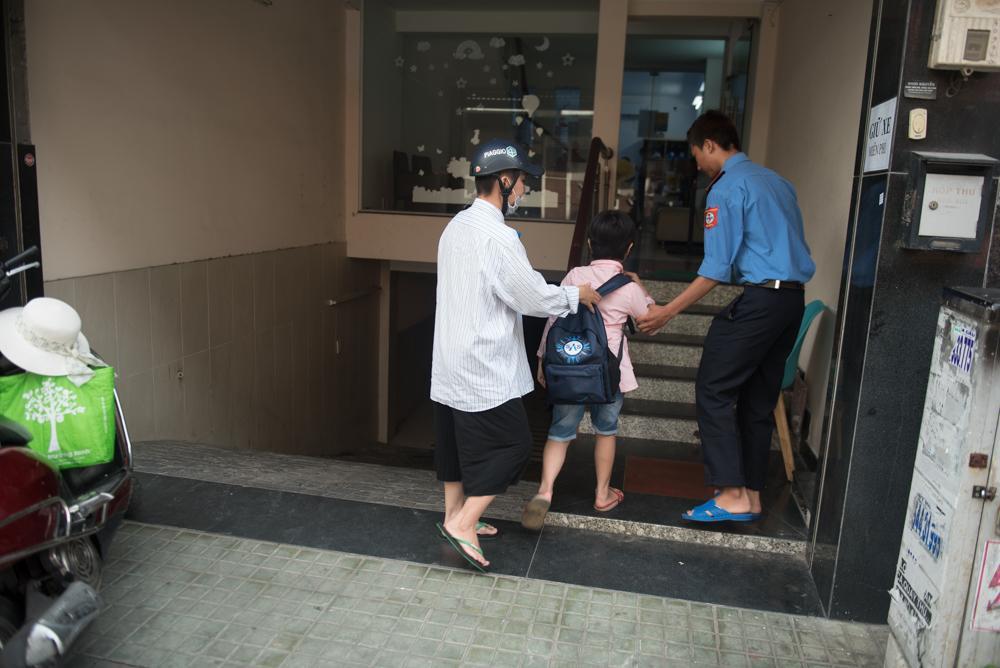 Người mẹ Quảng Nam cạo đầu để cùng con chiến đấu với ung thư Ảnh 7