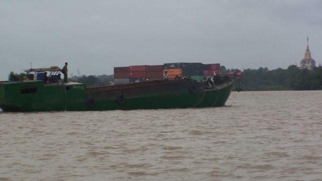 Công an nổ súng vây bắt 4 thuyền bơm hút, vận chuyển cát trái phép Ảnh 1