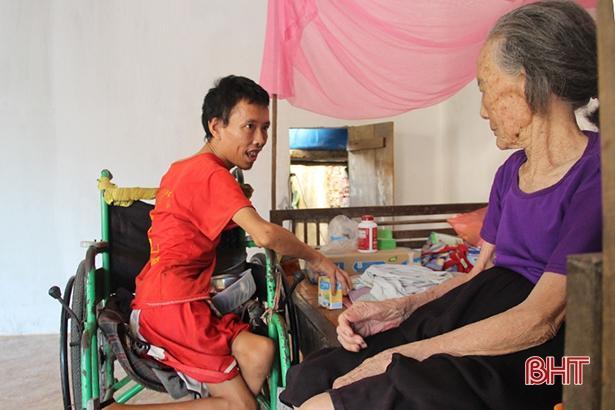 Thơm thảo tấm lòng con trai tật nguyền nuôi mẹ già bệnh tật ở Can Lộc Ảnh 5