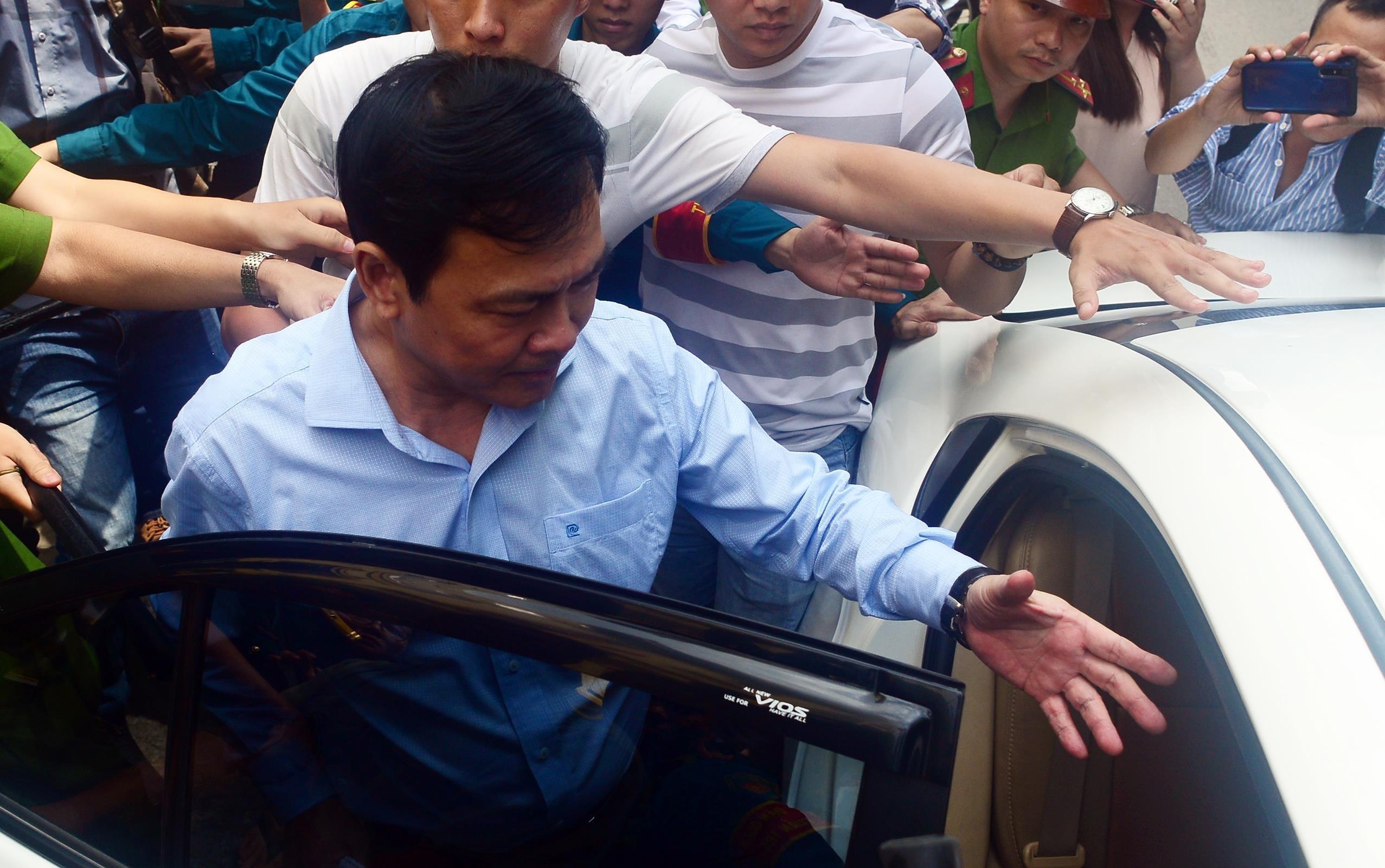 Cựu Viện phó Viện KSND TP Đà Nẵng Nguyễn Hữu Linh hầu tòa Ảnh 1