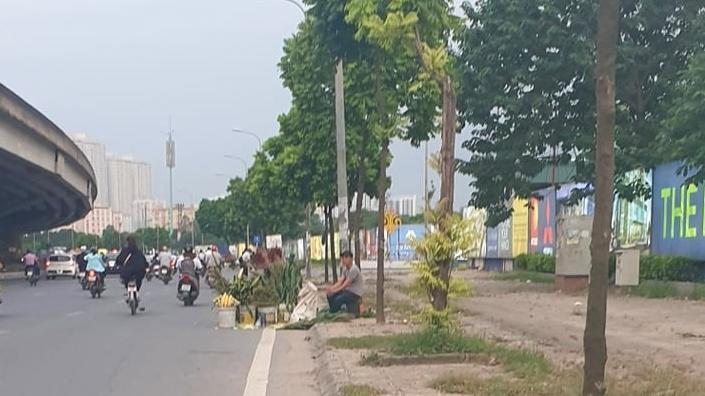 Hà Nội: Đường Nguyễn Xiển thường xuyên bị chiếm dụng vỉa hè, lòng đường Ảnh 1