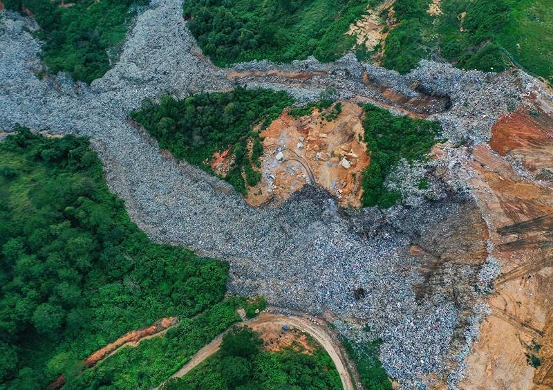 Núi rác Cam Ly sạt lở chôn lấp đất đai, hoa màu của người dân Ảnh 5