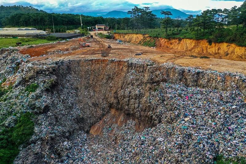 Núi rác Cam Ly sạt lở chôn lấp đất đai, hoa màu của người dân Ảnh 3