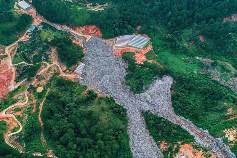 Núi rác Cam Ly sạt lở chôn lấp đất đai, hoa màu của người dân Ảnh 4