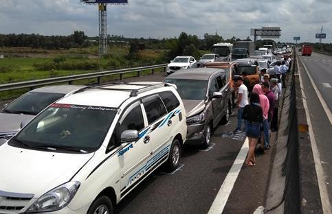 Cao tốc Trung Lương hỗn độn vì miễn phí, Cục Đường bộ xin mở lại trạm Ảnh 1