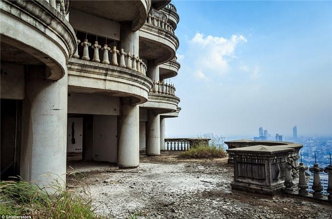 Lạnh gáy với 'Tòa tháp ma' chọc trời giữa lòng Bangkok Ảnh 1