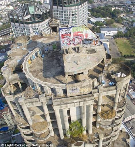 Lạnh gáy với 'Tòa tháp ma' chọc trời giữa lòng Bangkok Ảnh 3