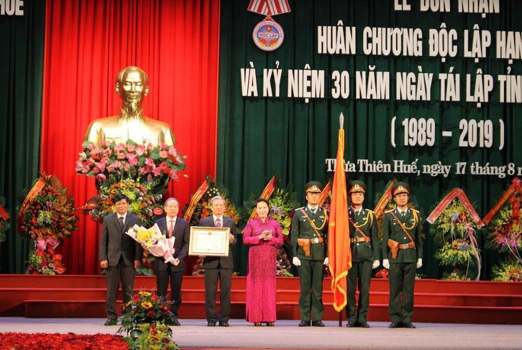 Kỷ niệm 30 năm ngày tái lập: Thừa Thiên - Huế đón Huân chương Độc Lập Hạng Nhất Ảnh 1