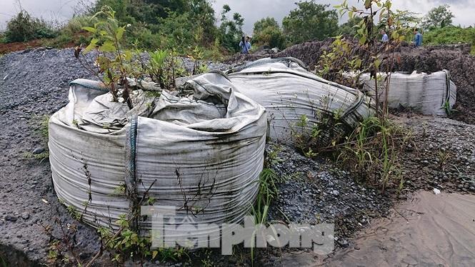 Chất thải nhà máy Alumin Nhân Cơ đổ trái phép gần nhà dân Ảnh 6