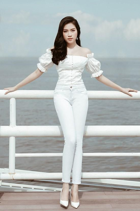 Các kiểu diện đồ trắng sành điệu và gợi cảm thu hút của chị em văn phòng Ảnh 5