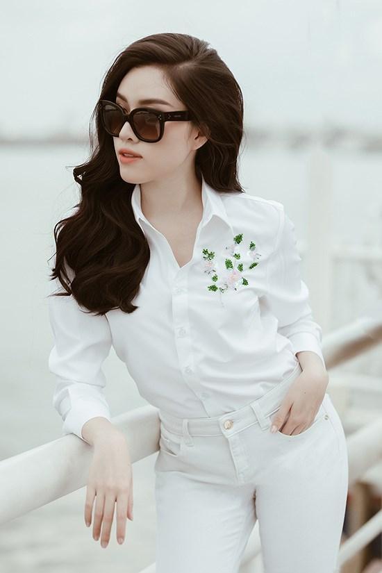 Các kiểu diện đồ trắng sành điệu và gợi cảm thu hút của chị em văn phòng Ảnh 1