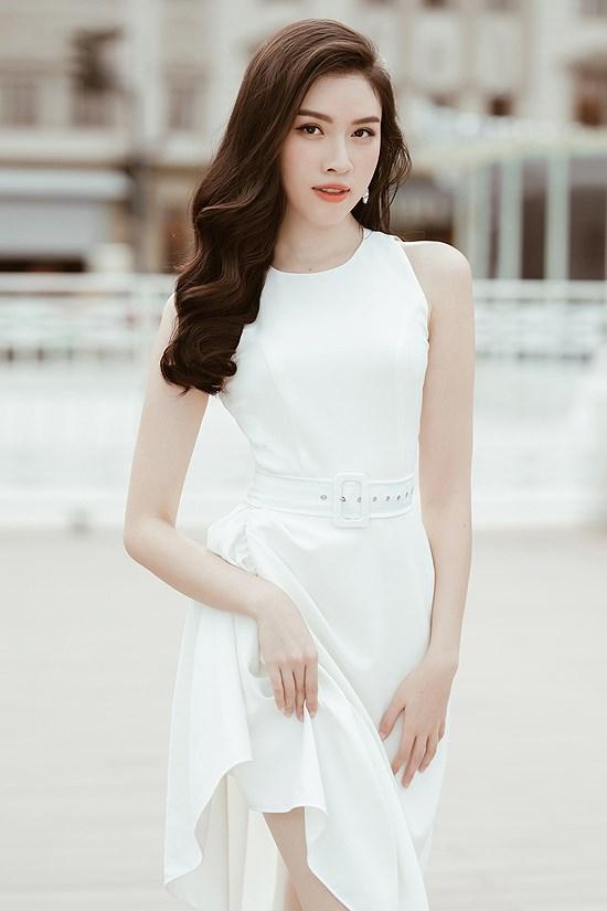Các kiểu diện đồ trắng sành điệu và gợi cảm thu hút của chị em văn phòng Ảnh 9