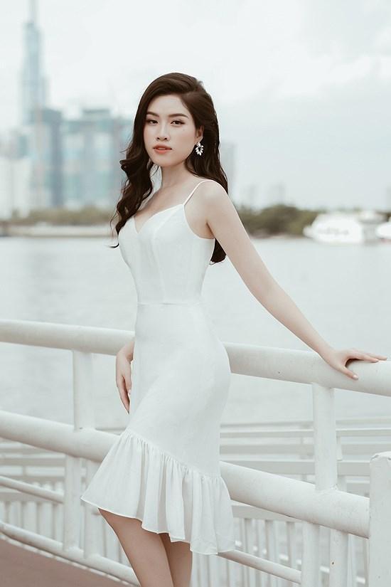 Các kiểu diện đồ trắng sành điệu và gợi cảm thu hút của chị em văn phòng Ảnh 10