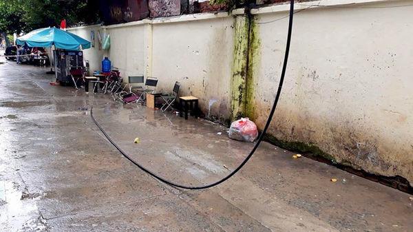 Khách uống cà phê ở Sài Gòn bị điện giật tử vong do dây điện rơi trúng Ảnh 1