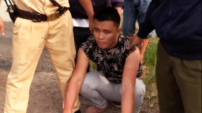 CSGT đuổi bắt tài xế nghiện ma túy, lái ôtô vượt đèn đỏ hơn 40 km Ảnh 1