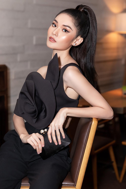 Á hậu Thùy Dung 'lột xác' với phong cách táo bạo, khoe lưng trần quyến rũ Ảnh 6