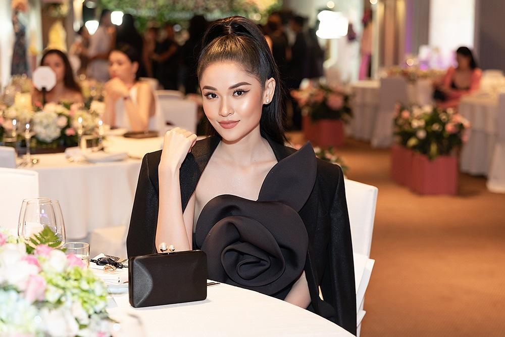 Á hậu Thùy Dung 'lột xác' với phong cách táo bạo, khoe lưng trần quyến rũ Ảnh 10