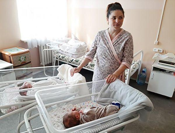 Hai em bé song sinh chào đời cách nhau… 2 tháng rưỡi: 50 triệu ca mới có 1 Ảnh 3