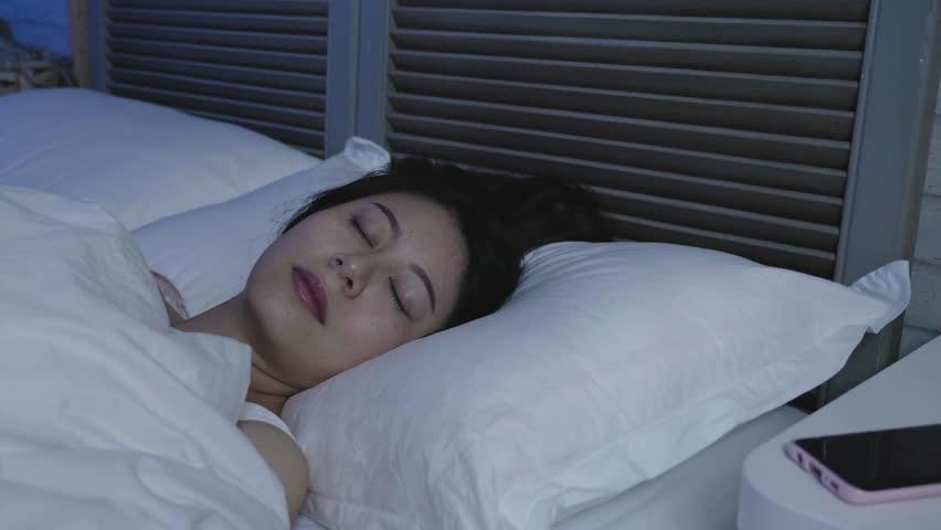 Tại sao nhiều người đắp mền khi ngủ, cả khi trời nóng? Ảnh 1