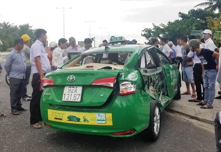Xe tải tông taxi bẹp dúm, 1 du khách tử vong ở Quảng Nam Ảnh 3