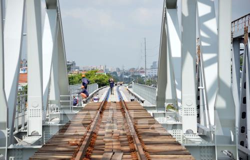 Gấp rút thi công cầu Bình Lợi, dự kiến chạy thử tàu trong tháng 9 Ảnh 1