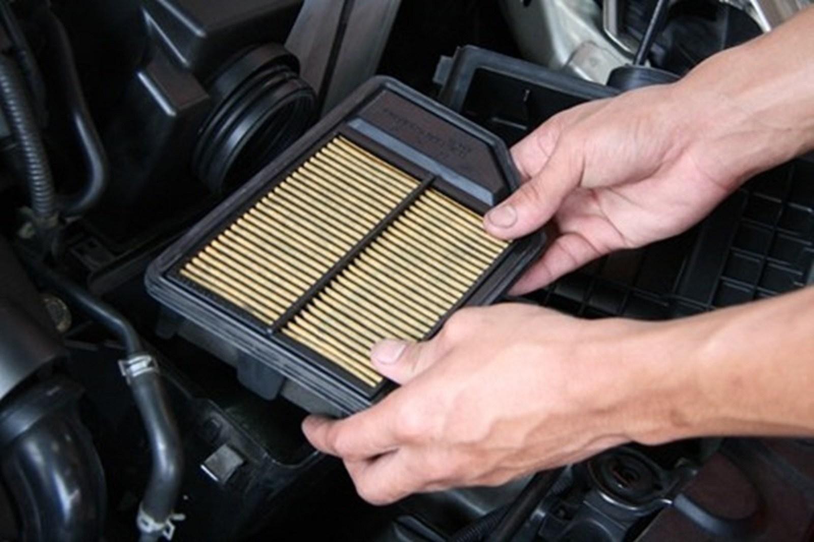 Lọc gió ô tô bị bẩn khiến động cơ bị yếu, làm thế nào để vệ sinh đúng cách? Ảnh 6