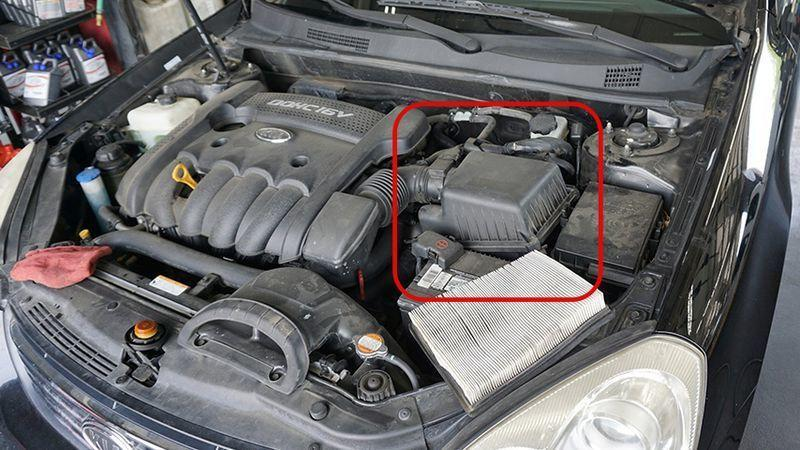 Lọc gió ô tô bị bẩn khiến động cơ bị yếu, làm thế nào để vệ sinh đúng cách? Ảnh 2