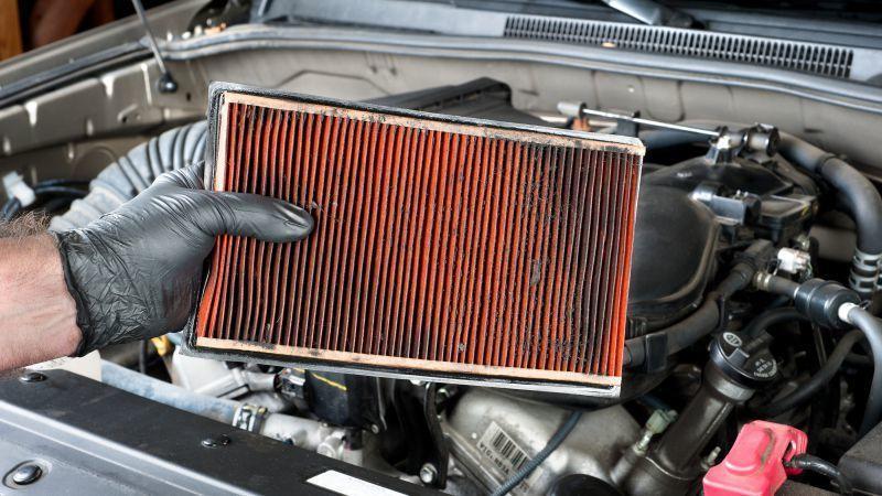 Lọc gió ô tô bị bẩn khiến động cơ bị yếu, làm thế nào để vệ sinh đúng cách? Ảnh 1