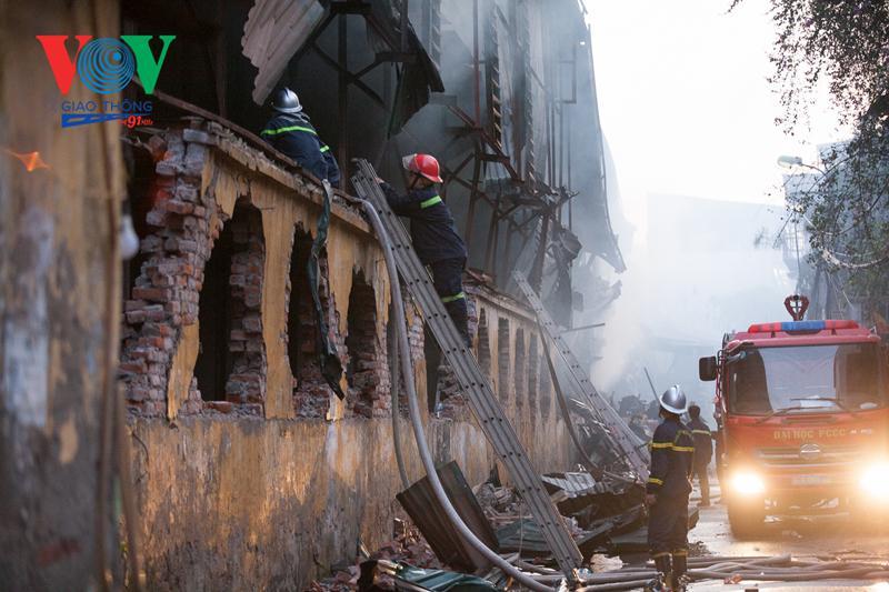 Đã có kết quả xét nghiệm của 10 lính cứu hỏa vụ cháy Công ty Rạng Đông Ảnh 1