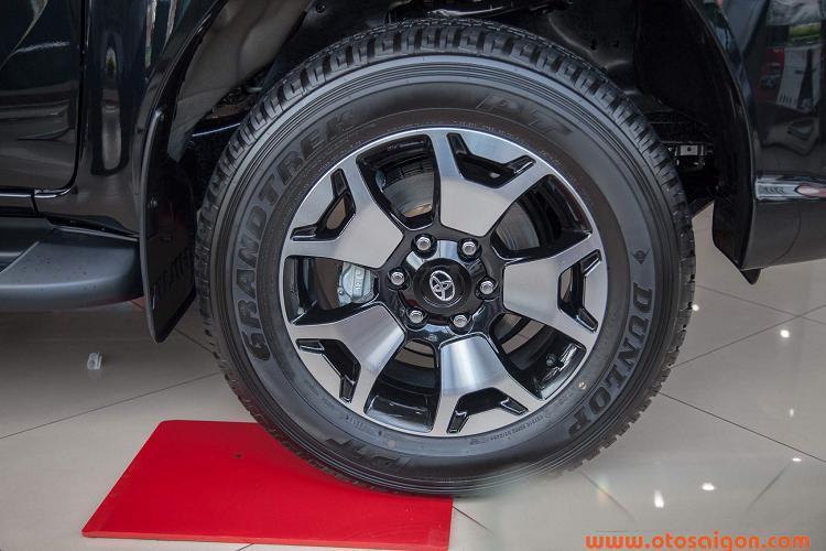 Toyota Hilux giảm giá 30 triệu, thêm phiên bản 1 cầu Ảnh 7