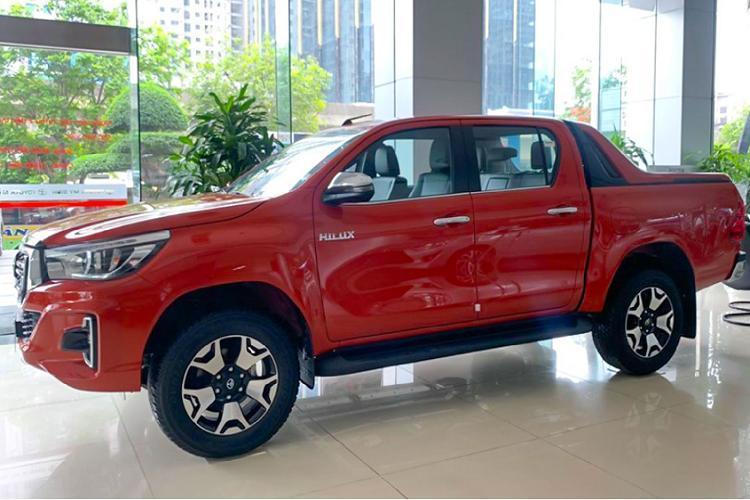 Toyota Hilux giảm giá 30 triệu, thêm phiên bản 1 cầu Ảnh 9