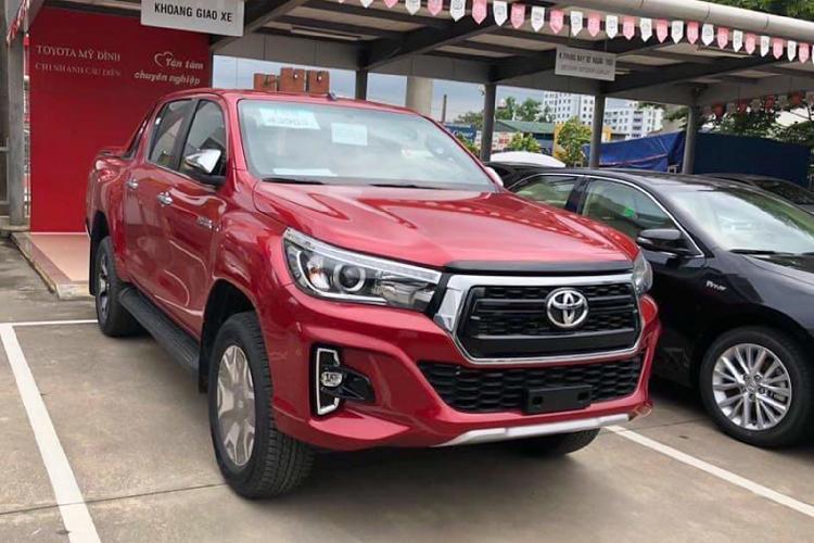 Toyota Hilux giảm giá 30 triệu, thêm phiên bản 1 cầu Ảnh 1