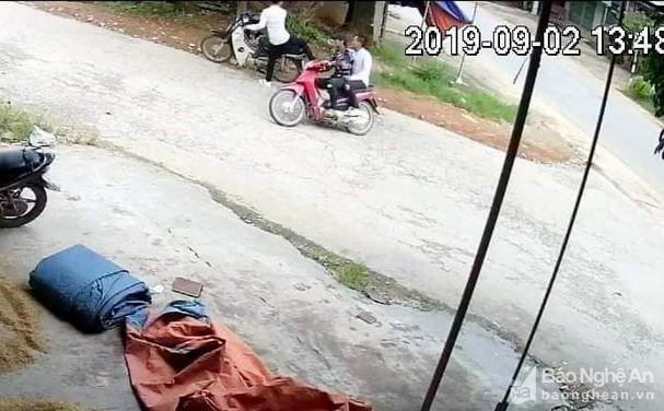 Nghệ An: Truy tìm 2 thanh niên đâm bị thương người đàn ông rồi bỏ chạy Ảnh 1